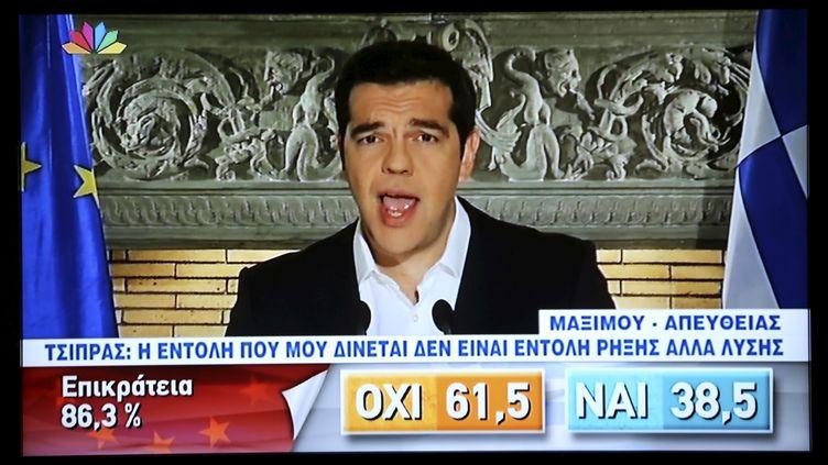 """Le Premier ministre grec Alexis Tsipras s'adresse aux électeurs, au soir de le victoire du """"non"""" au référendum grec, dimanche 5 juillet 2015. (POOL NEW / REUTERS)"""