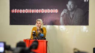 La compagne d'Olivier Dubois, Déborah Al Hawi Al Masri, lors d'un rassemblement de soutien à Bamako (Mali), le 8juin 2021. (NICOLAS REMENE / LE PICTORIUM / MAXPPP)