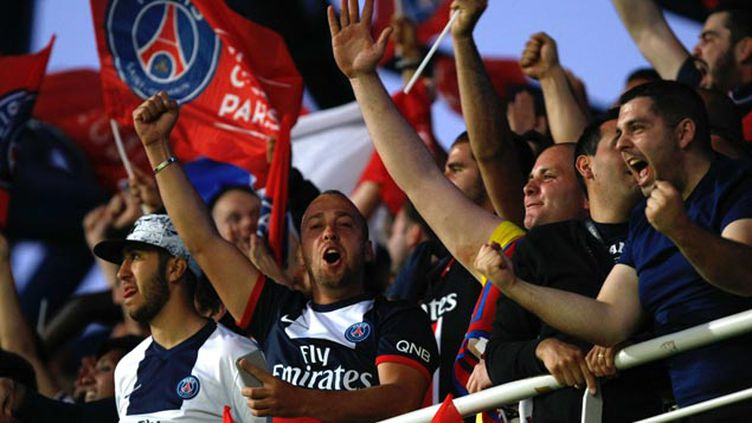 (La joie des supporters du PSG à Montpellier où l'équipe parisienne a été sacrée championne de France © Claude Paris/AP/SIPA)