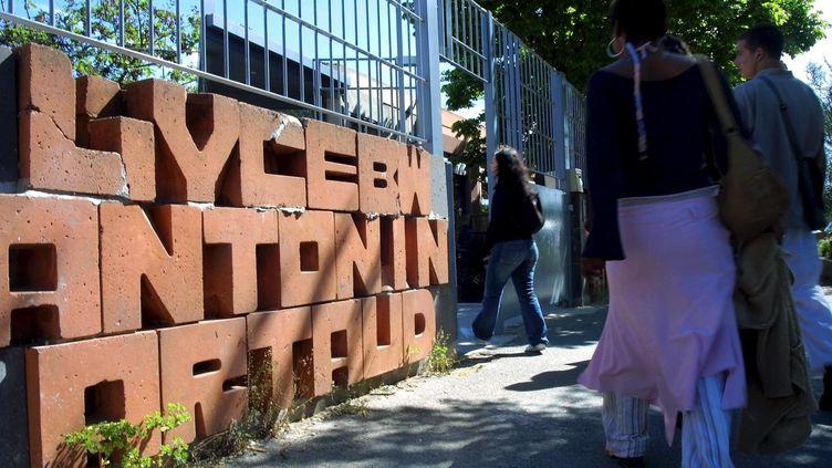 Le lycée Antonin-Artaud, à Marseille, le 4 mai 2005. Un enseignant de l'établissement s'est suicidé à son domicile le 1er septembre 2013. ( MAXPPP)