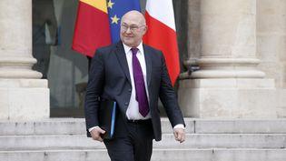Le ministre des Finances, Michel Sapin, quitte l'Elysée, à Paris, le 22 mars 2016. (THOMAS SAMSON / AFP)