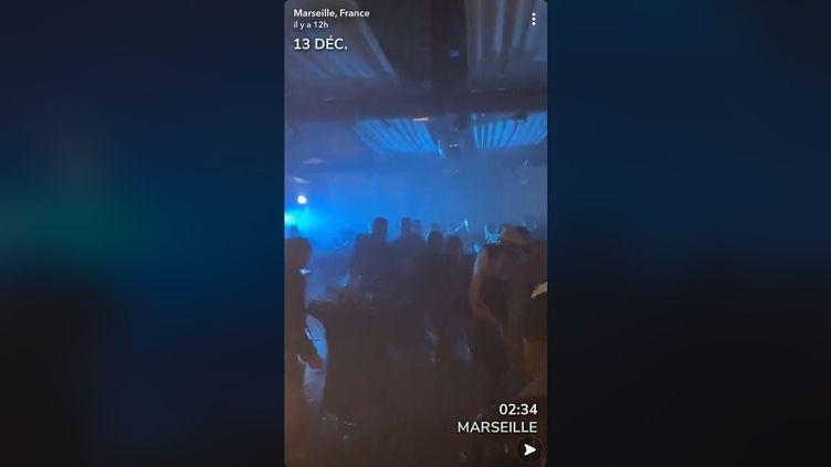 Vidéo postée sur Snapchat d'une fête clandestine à Marseille, le 13 décembre 2020. (CAPTURE D'ÉCRAN)