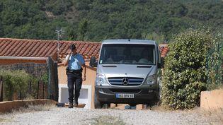 Le lieu où un petit garçon de 6 ans a été retrouvé mort dans le camion de son père, à Bagnols-en-Forêt (Var), le 4 septembre 2013. (MAXPPP)