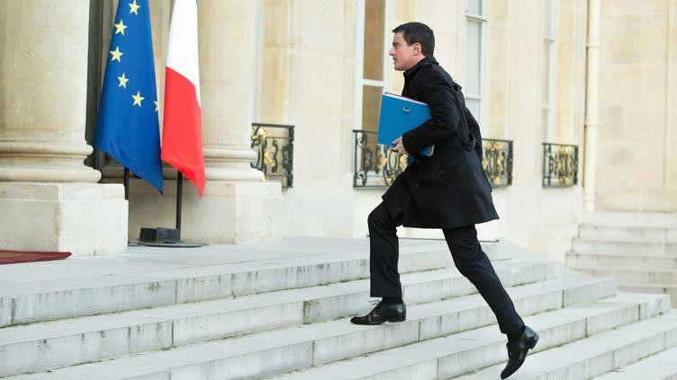 (Manuel Valls à l'Elysée, ce vendredi. Le Premier ministre présentera l'avant-projet de révision constitutionnelle mercredi à l'Assemblée. ©MaxPPP)