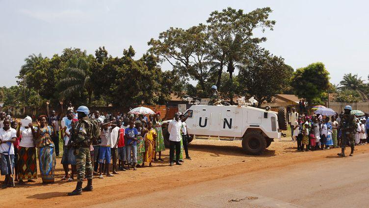 (Une patrouille de la Minusca à Bangui, en novembre 2015. © Stefano Rellandini/REUTERS)