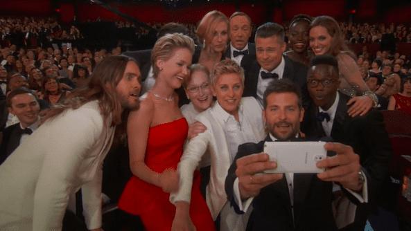Le selfie le plus tweeté du monde avec au centre l'animatrice des 86e Oscars entourée d'un parterre de stars au Dolby Theater le 2 mars 2014  (DR)