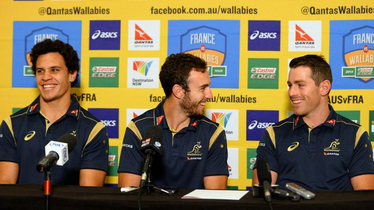 Nic White (au centre) et Bernard Foley (à droite) formeront la charnière de l'Australie face à l'Afrique du Sud (SAEED KHAN / AFP)