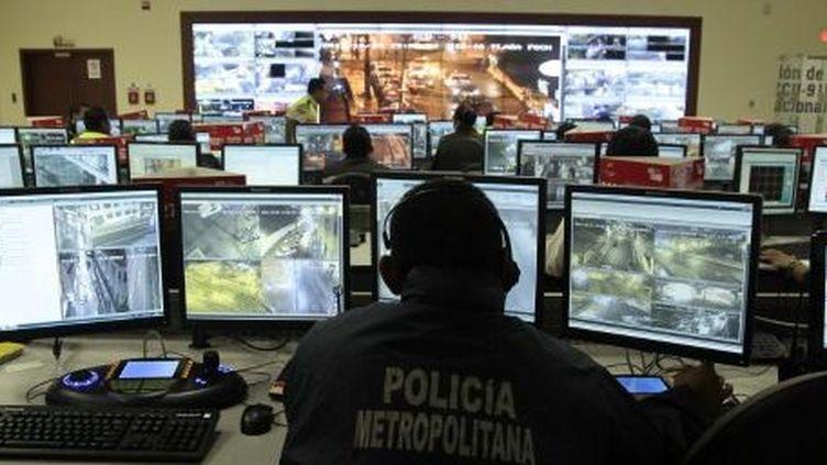 Siège du service de sécurité ECU 911, qui utilise un système de vidéosurveillance très controversé. Quito, le 9 novembre 2013. (AFP/Juan Cevallos)