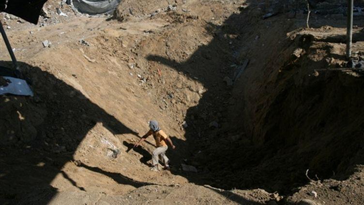 Impact d'une bombe israélienne visant les tunnels reliant l'Egypte à Gaza, soumis à un blocus (2 février 2009) (© France)