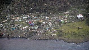 Sur les îles fidji (ici l'ileKoro) desdizaines de maisonsetd' infrastructuresont été détruites par des vents qui ont souffléjusqu'à 315 km/h. (NEW ZEALAND DEFENCE FORCE / AFP)