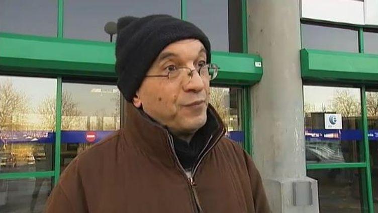 Un chômeur devant une agence Pôle emploi de Lille (Nord), le 10 février 2012. (FTVi / FRANCE 2)