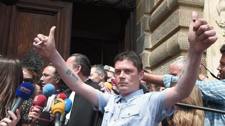 Daniel Legrand à la sortie de la cour d'assises pour mineurs de Rennes, après son acquittement dans le dossier Outreau, le 5 juin 2015. (DAMIEN MEYER / AFP)