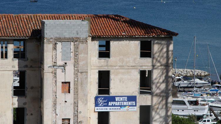 Un immeuble en construction à Calvi (Haute-Corse), en août 2013. (  MAXPPP)