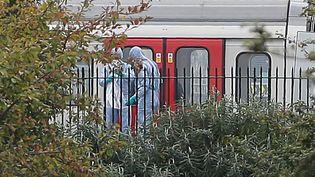 La police enquêteaprèsl'attentatde la station de métro londonienne de Parsons Green, le 15 septembre 2017. (DANIEL LEAL-OLIVAS / AFP)