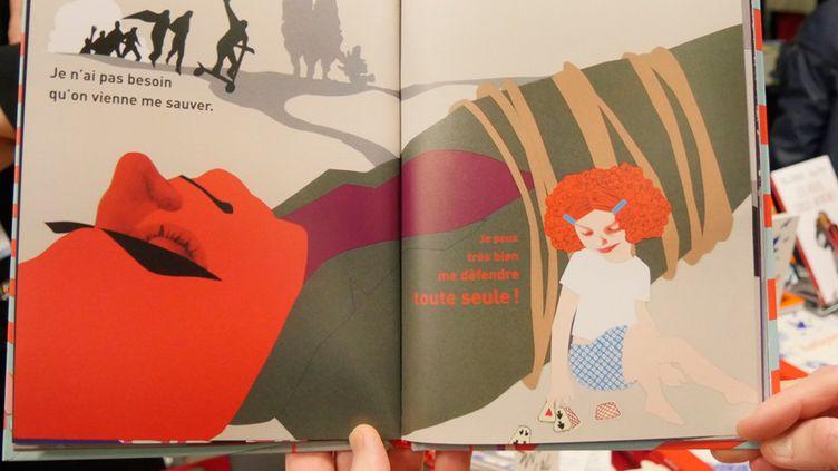 """""""Ni poupées, ni super-héros"""", de Delphine Beauvois et Claire Cantais (La ville qui brûle)  (Laurence Houot / Culturebox)"""