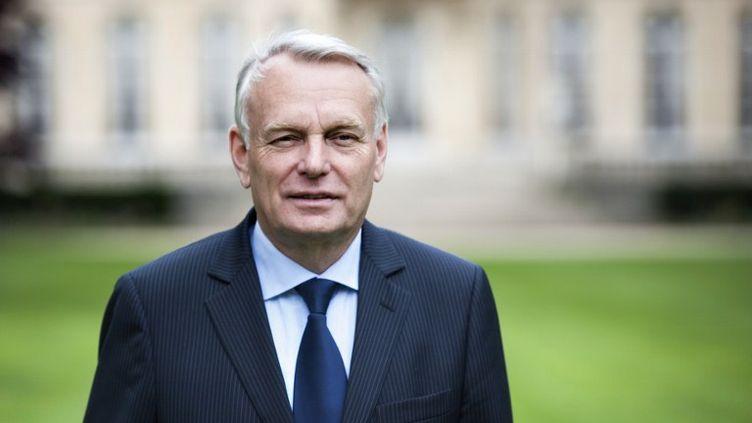 Le Premier ministre, Jean-Marc Ayrault, devant l'Hôtel Matignon, à Paris, le 17 mai 2012. (FRED DUFOUR / AFP)