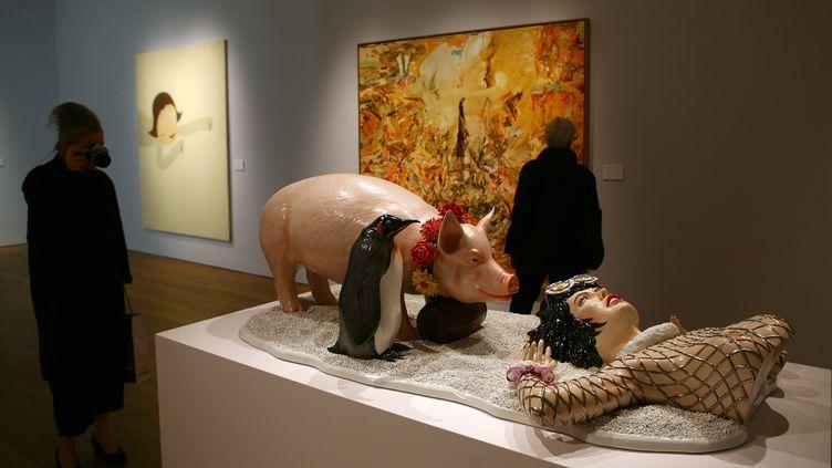 L'œuvre de Jeff Koons accusée de plagiat par le créateur des publicités Naf-Naf, exposée chez Christie's à New York en 2007. (EMMANUEL DUNAND / AFP)