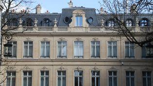Le ministère de l'Intérieur, à Paris, explique que140 000 personnes dont 90 000 mineurs sont touchées en France par des phénomènes sectaires. (LUDOVIC MARIN / AFP)