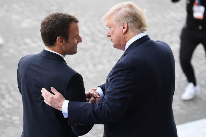 Le commerce mondial est inscrit au menu des discussions des prochaines heures entre le président français Emmanuel Macron et Donald Trump à Washington (ici, les deux hommes le 14 juillet 2017 à Paris). (ALAIN JOCARD / AFP)