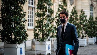 Le porte-parole du gouvernement Gabriel Attal à Matignon à Paris le 20 novembre 2020. (XOSE BOUZAS / HANS LUCAS / AFP)