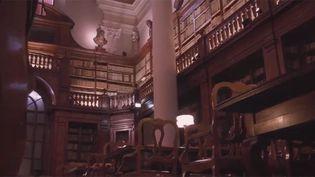 La bibliothèque de l'université de Bologne, en Italie (FRANCEINFO)