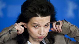 """En promo à la Berlinale pour le film """"Elles"""", dans lequel elle joue,Juliette Binoche a fait le show. Histoire de dédramatiser le sujet (la prostitution estudiantine) ? (BARBARA SAX / AFP)"""
