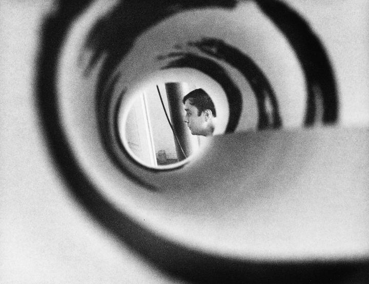Photographie Shunk-Kender,Yves Klein, vers 1961-1962. Don de la Fondation Roy Lichtenstein en mémoire de Harry Shunk et de Janos Kender (2014) (© J.Paul Getty Trust. Tous droits réservés. © Centre Pompidou/MNAM-CCI/Bibliothèque Kandinsky, Photothèque RMN-Grand Palais)