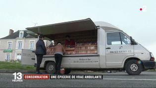 Une épicerie en vrac ambulante, dans le Maine-et-Loire. (FRANCE 2)