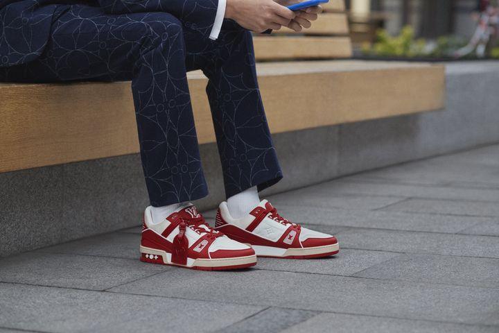 La maison Louis Vuitton apporte son soutien à l'association (RED)en soutien à la mobilisation contre le Sida,à travers le lancement d'un modèle de sneakers la Louis Vuitton I (RED) Trainer. (ALESSANDRO GAROFALO)