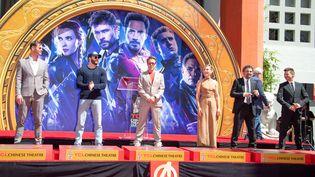 Les comédiensChris Hemsworth, Chris Evans, Robert Downey Jr., Scarlett Johansson, Mark Ruffalo et Jeremy Renner, à l'affiche du film Avengers : Endgame, le 23 avril 2019 à Hollywood, en Californie (Etats-Unis). (VALERIE MACON / AFP)