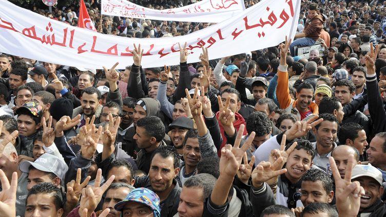 Les Tunisiens manifestent le 17 décembre 2011 à Sidi Bouzid, en souvenir de la mort de Mohamed Bouazizi. (FETHI BELAID / AFP)