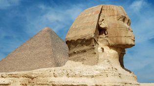 Le Sphinx et la pyramide de Khéops au second plan, sur le plateau de Gizeh (Egypte).  (Marnef/Isopix/SIPA)