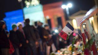 Des hommages à la France après les attentats, à Berlin (Allemagne), le 14 novembre 2015. (LUKAS SCHULZE / DPA)