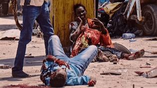 Scène d'horreur à Mogadiscio.  (Abdiwahab / AFP / Visa pour l'Image)
