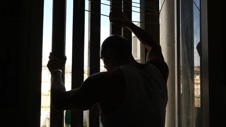 Un détenu dans sa cellule (DOMINIQUE FAGET / AFP)