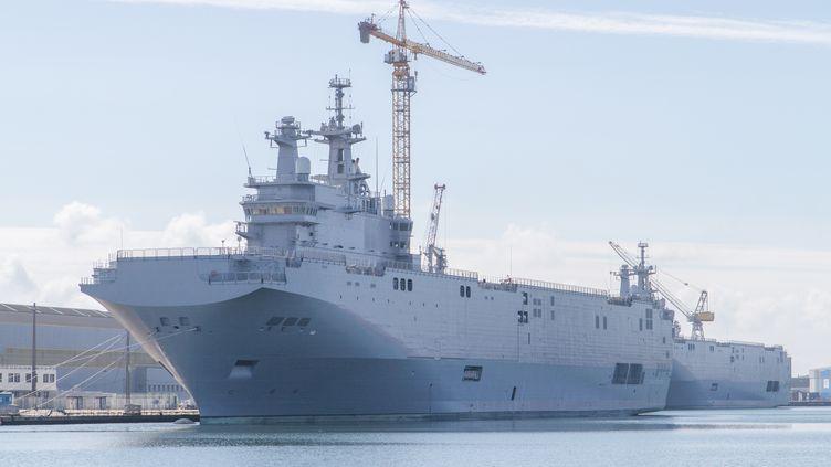 """Un """"Mistral"""" dans la rade de Saint-Nazaire (Loire-Atlantique) le 28 août 2015. (CITIZENSIDE / CHRISTOPHE BONNET / AFP)"""