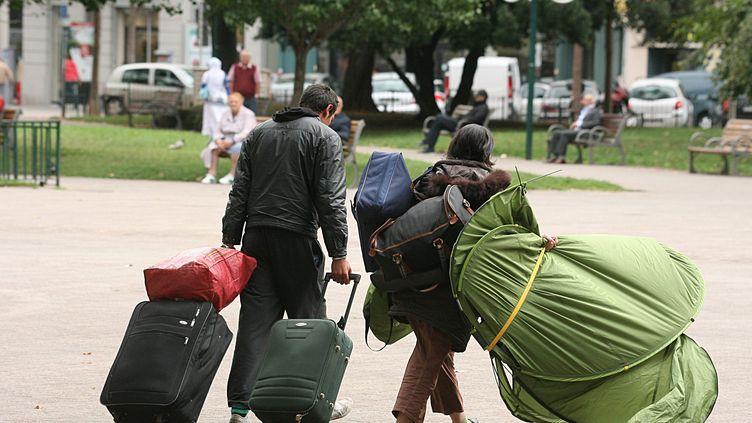Des Roms sont expulsés place Carnot, dans le centre de Lyon (Rhône), le 13 septembre 2012. (MOUILLAUD RICHARD / MAXPPP)
