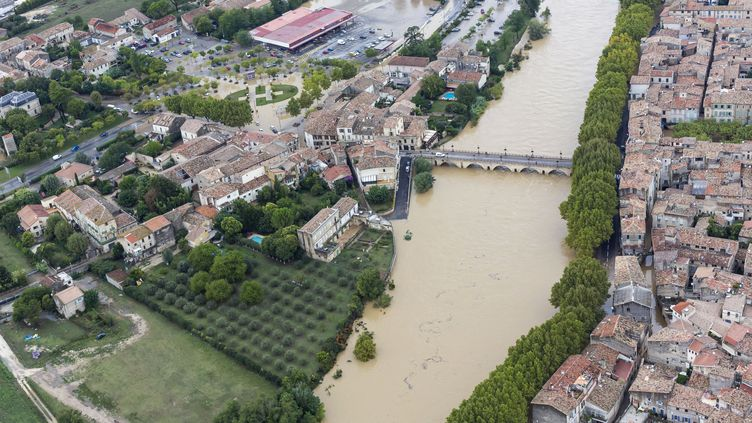 Le Vidourle en crue inonde Sommières (Gard), le 18 septembre 2014. (CITIZENSIDE / XAVIER CAILHOL / AFP)