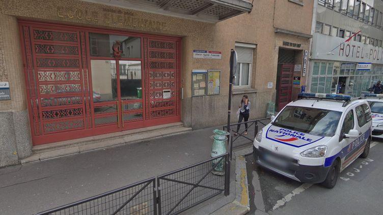 Le commissariat du 17e arrondissement à Paris est situé juste à côté de l'école Truffaut. (CAPTURE ECRAN GOOGLE STREETVIEW)