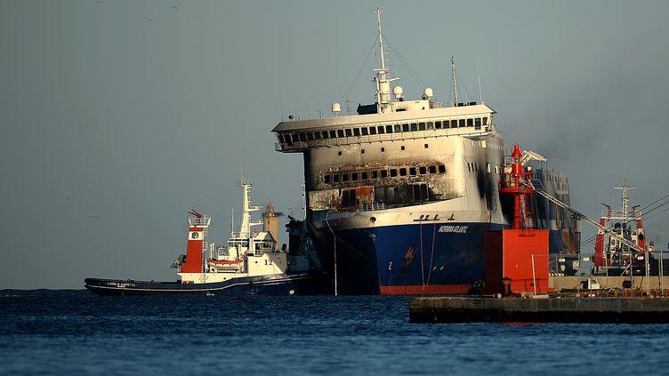 """Le ferry """"Norman Atlantic"""" dans le port deBrindisi (Italie), le 2 janvier 2015. (FILIPPO MONTEFORTE / AFP)"""