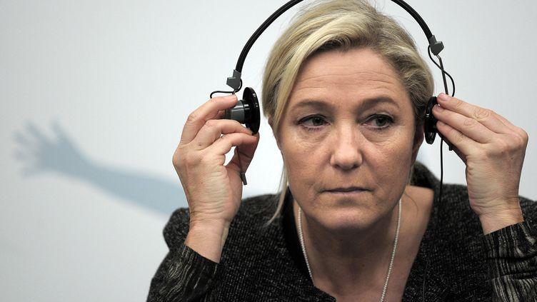 La présidente du FN, Marine Le Pen, lors d'une conférence de presse au Parlement européen de Strasbourg (Bas-Rhin), le 23 octobre 2013. (FREDERICK FLORIN / AFP)