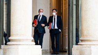 Le Premier ministre Jean Castex et le ministre de la Santé Olivier Véran, le 17 février 2021 à l'Elysée. (XOSE BOUZAS / HANS LUCAS / AFP)