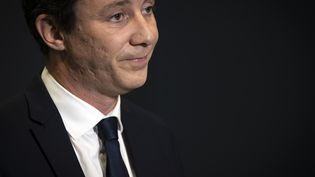 L'ancien candidat LREM à la mairie de Paris, Benjamin Griveaux, annonce qu'il retire sa candidature, dans un enregistrement vidéo effectué le 14 février 2020au siège de l'AFPdans la capitale. (LIONEL BONAVENTURE / AFP)