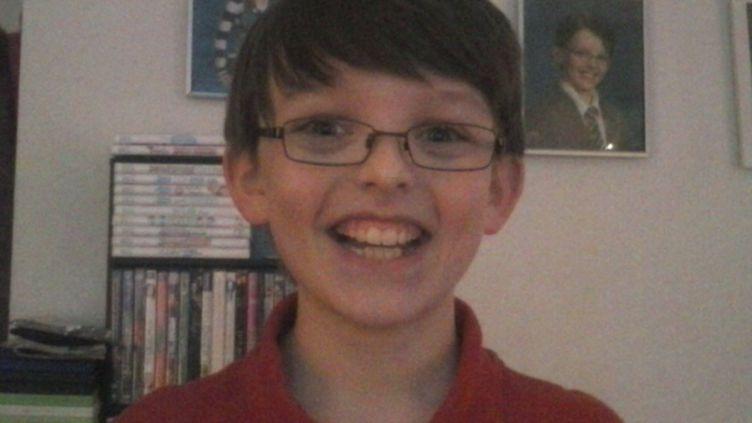 La mère de Colin, qui doit fêter ses 11 ans en mars 2014, a créé une page Facebook pour rompre la solitude de son enfant. (HAPPY BIRTHDAY COLIN / FACEBOOK)