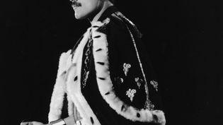 Freddie Mercury à la fin du concert de Queen à Wembley le 12 juillet 1986 à Londres. (DAVE HOGAN / HULTON ARCHIVE)