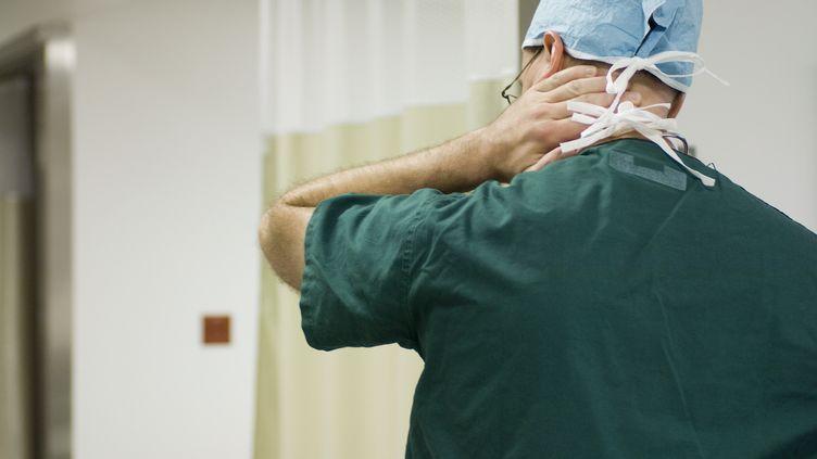 Les personnels hospitaliers, toutes catégories confondues, cumulent les heures supplémentaires (photo d'illustration) (MICHÈLE CONSTANTINI  / MAXPPP)