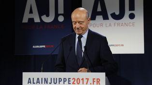 Alain Juppé fait un discours après l'annonce de sa défaite au second tour de la primaire de la droite, à paris le 27 novembre 2016. (Patrick KOVARIK / AFP)
