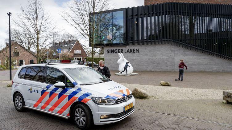 """Le musée Singer Laren, situé à une trentaine de kilomètres d'Amsterdam, le 30 mars 2020 après le vol du tableau """"Le Jardin du presbytère de Nuenen au printemps"""" de Van Gogh.  (""""ROBIN VAN LONKHUIJSEN"""" / ANP MAG)"""