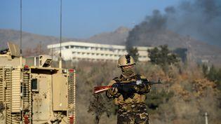Au moins 18 personnes ont péri dans l'attaquede l'hôtel Intercontinental à Kaboul (Afghanistan), dans la nuit de samedi à dimanche 21 janvier 2018. (WAKIL KOHSAR / AFP)