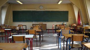 Une salle de classe d'un collège parisien, le 5 mars 2021. (MYRIAM TIRLER / HANS LUCAS / AFP)